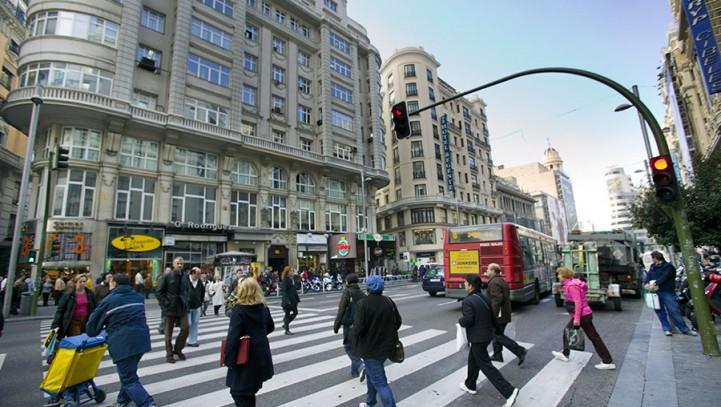 La DGT nunca ha contemplado sancionar a peatones por excesos de velocidad.