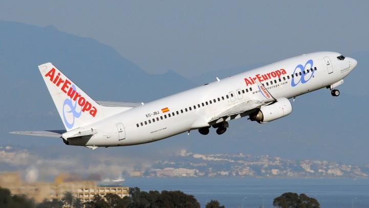 Air Europa indemnizará con 1.400€ a una pasajera por la muerte de su mascota en un vuelo