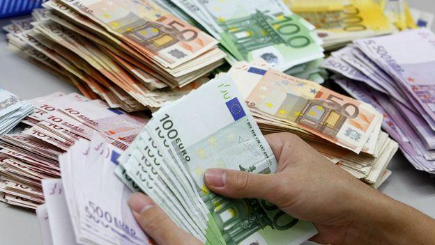 El Gobierno prevé gastar 361 millones entre 2016 y 2017 con la prórroga de las ayudas para parados