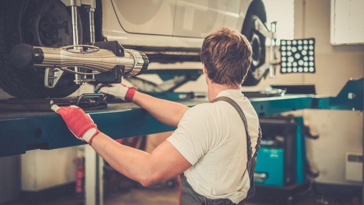 La reparación del vehículo tras sufrir graves daños materiales en un accidente de tráfico
