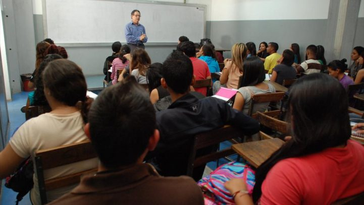 Un juez reconoce discriminación por despido de profesor interino en verano