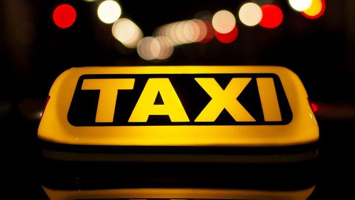 La Justicia anula el precepto de la ordenanza del taxi de Madrid que obliga a fijar el día concreto de descanso