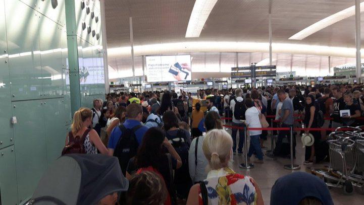 El Consejo de Ministros establece un arbitraje como solución a la huelga en el aeropuerto de Barcelona