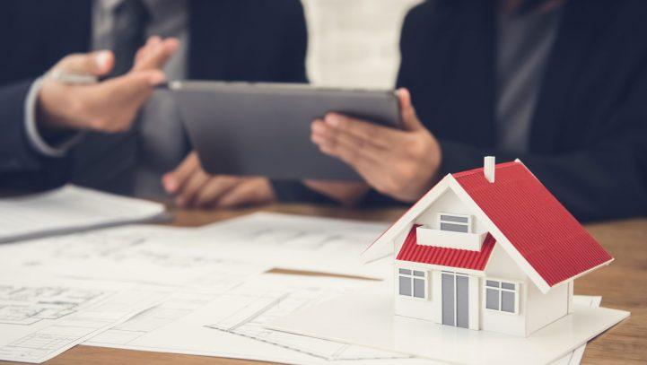 ¿Puede practicarse la deducción por vivienda habitual tras un cambio de residencia?