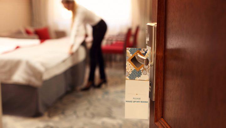 El Gobierno y los agentes sociales acuerdan el reconocimiento de las enfermedades profesionales de las camareras de piso